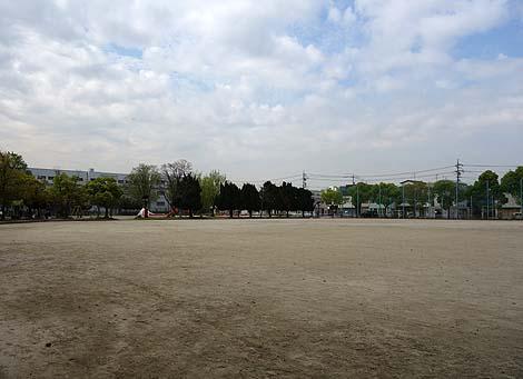 干からびて砂浜に打ち上げられたかのような・・・戦 前作!道徳公園のクジラ像(名古屋市南区)