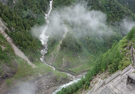昭和38年に完成したのにその高さは現在も破られず日本一のダム!「黒部ダム」(富山県)