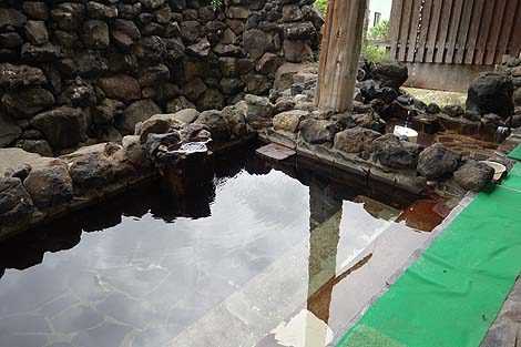 アルカリ単純泉と硫黄泉の2つの源泉かけ流しが楽しめます「南郷夢温泉 共林荘」(秋田横手)