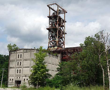 1960年建築の立坑とホッパーが残されている廃鉱跡「旧奔別炭鉱」(北海道三笠市)