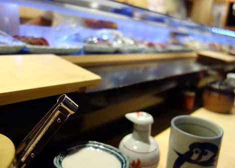 まぐろ人 御徒町出張所(東京上野)店名どおり本マグロの赤身は抜群の旨さの立ち食い寿司