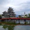 この天守閣の渋さは他のどの城にも負けないね「松本城と旧開智学校」(長野県松本市)