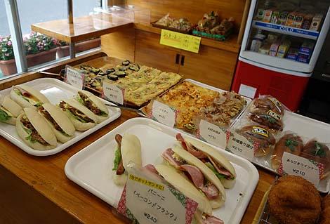 ミサキベーカリー(東京)下町北千住に存在する老舗パン屋の有名コロッケパン