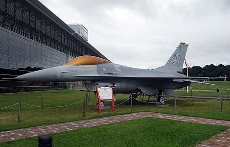 F16ファイティングファルコンの展示は初めて見た!「青森県立三沢航空科学館」(青森三沢)屋外無料展示編