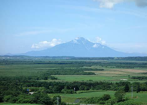 広大なサロベツ平野と利尻富士が一望できる!「宮の台展望台」(北海道天塩郡豊富町)