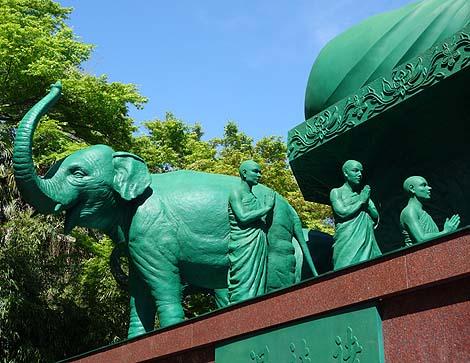 ビビッと輝くエメラルドグリーンのお姿「名古屋大仏・桃巌寺」(愛知)