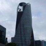 2つのビルが捻じれて伸びていく異色のデザイン「モード学園 スパイラルタワーズ」(愛知名古屋)珍建築