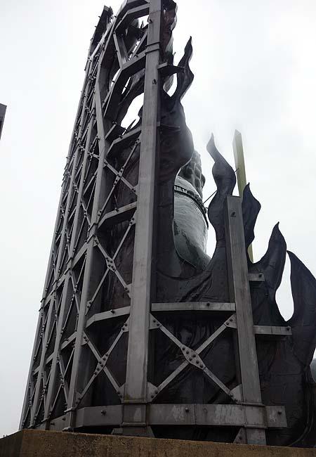 高さ16.5mのこんな形相の大仏様は今まで見たことない!「不動明王 成田山大仏 大本山成田山仙台分院」(宮城仙台)