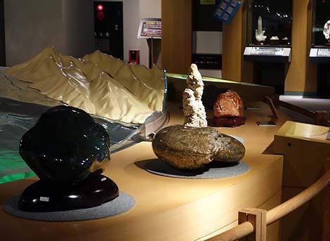 恐竜がいる!道の駅にある無料の博物館「なるさわ富士山博物館 鉱石ミュージアム」(山梨鳴沢村)