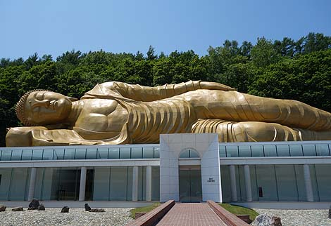 日本で一番でっかい全長45mの涅槃仏様「佛願寺 黄金涅槃大仏」(北海道札幌)