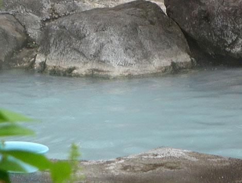 無料で入れる新潟山奥の硫黄プンプン野天風呂!燕温泉「黄金の湯 露天風呂」(新潟妙高)
