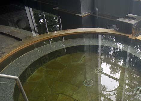 夕張駅前にあるにも関わらず日曜なのに閑散としてました 天然温泉「レースイの湯」(北海道夕張)