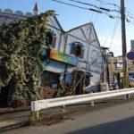 震災で傾いたわけやないよ~ナダの斜塔、傾いた喫茶店が異名の有名店(神戸六甲)B級珍スポット
