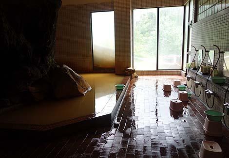 北海道で一番高い場所にある宿の2種類ある完全源泉かけ流し!「十勝岳温泉 湯元 凌雲閣」(北海道十勝岳)