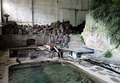 さっぱり泉質の源泉かけ流し!山間の旅館「赤倉温泉 湯守の宿 三之亟」(山形最上町)