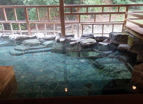 四万川のほとりにある高級ホテルの日帰り入浴「四万温泉 四万やまぐち館」(群馬吾妻郡)