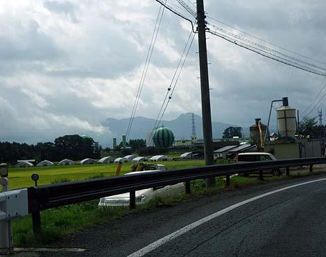 でかいスイカ?その模様は高速道路からも一目瞭然!「盛岡ガス滝沢工場ガスタンク」(岩手滝沢村)珍風景
