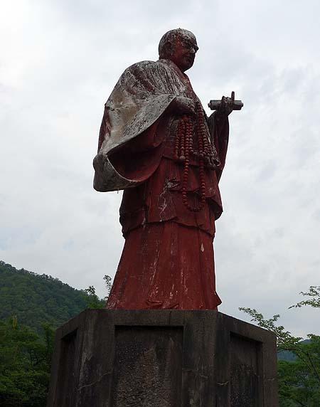 なぜ誰がこんなところに建てたのか?ナゾの廃墟「巨大聖徳太子像」(岐阜大野町)