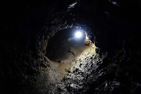 本当に○○コから胎内に入っていくかのような洞窟!「船津胎内樹型」(山梨河口湖)