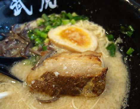 武虎 与那原店(沖縄)純粋な豚骨ラーメンは沖縄では人気ですね