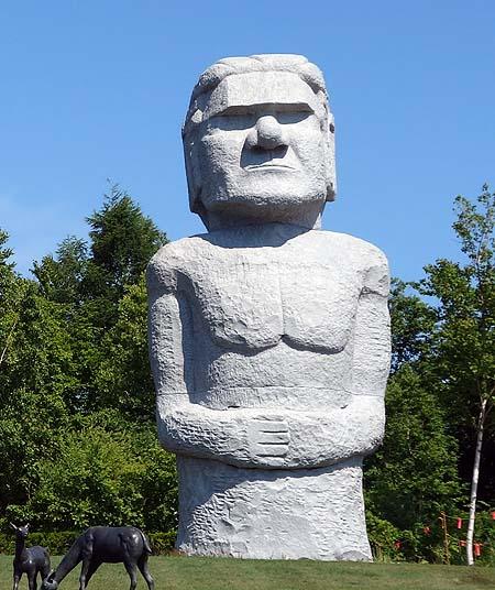 何十体ものモアイが並ぶとんでもない広大な墓地!「真駒内滝野霊園」(北海道札幌)