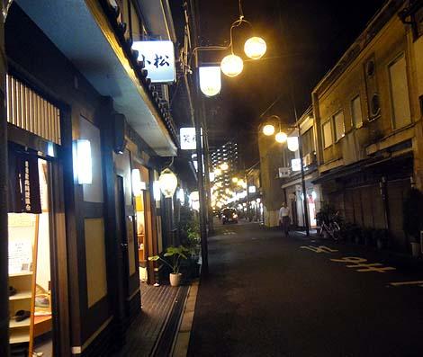 飛田新地(大阪西成)現代日本とレトロ遊郭が交錯する摩訶不思議な街