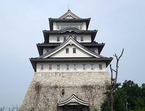 かつては人形製造メーカーが主であった天守閣「徳川城」(北海道赤平)ニセ城廃墟シリーズ