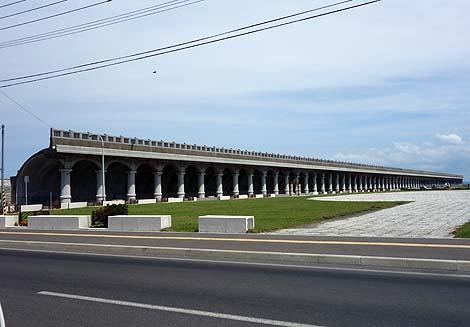 古代ギリシア建築を彷彿させる防波堤「稚内港北防波堤ドーム」(北海道稚内)珍建築