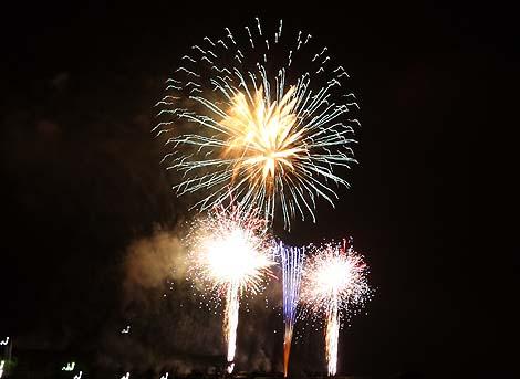 毎年8月第1日曜に開催!約2500発の花火が最北端都市を彩る「稚内みなと南極まつり大花火大会」(北海道)